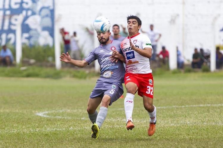 Mictlán y Carchá dieron un espectáculo en el estadio Asunción. (Foto Prensa Libre: Norvin Mendoza)
