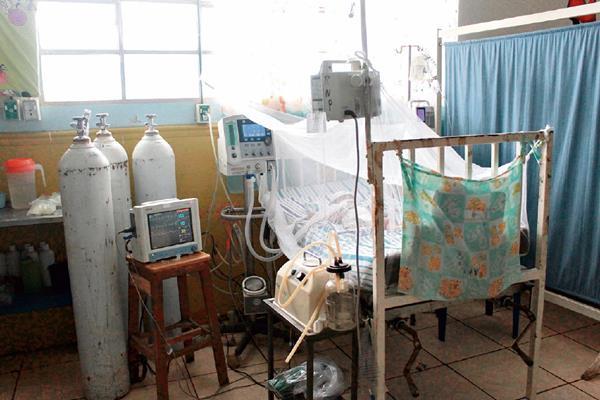 Planta de  energía mantiene máquina que ayuda a respirar a un recién nacido en el Hospital Regional de Coatepeque, donde los cortes  son constantes. (Foto Prensa Libre: Alexánder Coyoy)
