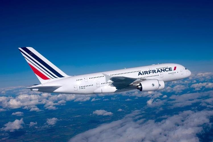 Air France es la aerolínea de bandera francesa. (Foto Prensa Libre: telenoticias.com)