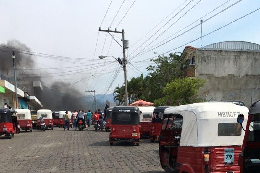 Protesta afecta locomoción de vecinos en Esquipulas. (Foto Prensa Libre: Edwin Paxtor).