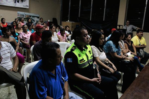 Transportistas del  caserío Santa Inés, Coatepeque, Quetzaltenango, suspendieron servicio por extorsiones. (Foto Prensa Libre: Alexander Coyoy)