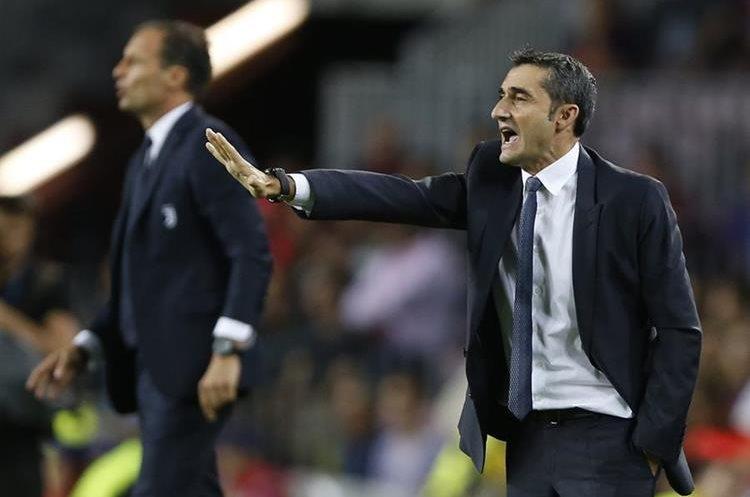 Massimiliano Allegri y Valverde dan instrucciones en el duelo Barsa vs Juventus.
