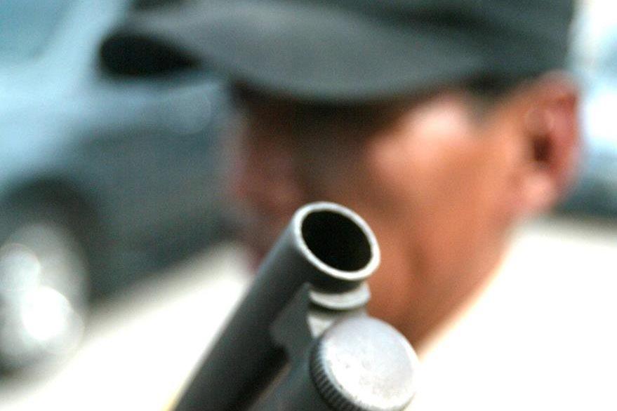 El salario mínimo para un guardia de seguridad privado es de Q2 mil 497 mensuales. (Foto Prensa Libre: Hemeroteca PL)