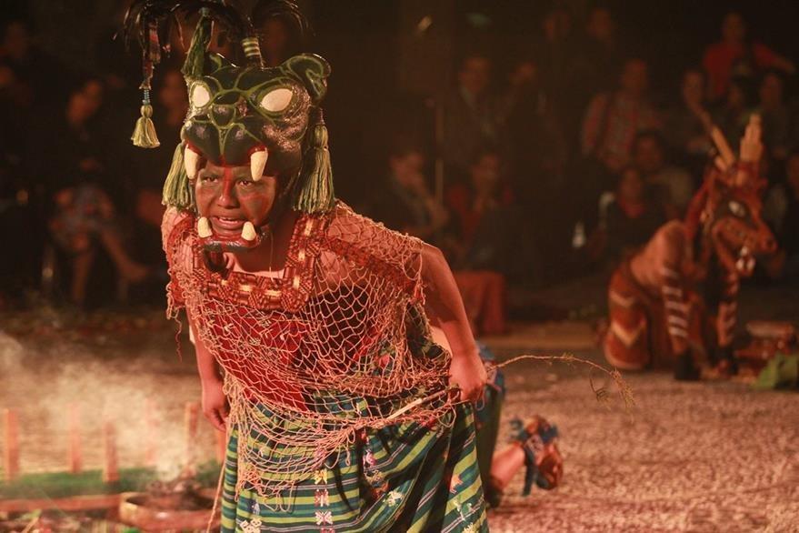 "Obra de danza teatral ""Esencia de la Tierra"" del Grupo Sot Zil cierre del Festival De Teatro 2014. (Foto, Hemeroteca PL)"