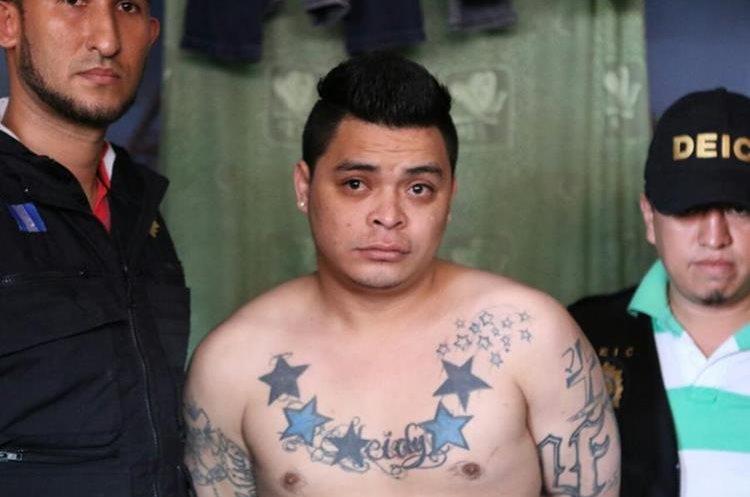 Marco Estuardo López Díaz, uno de los capturados, presunto cabecilla de la pandilla Latin Family del Barrio 18. (Foto Prensa Libre: PNC)