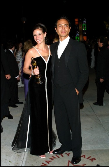 Julia Roberts en 2001 destacó en la alfombra roja de los Oscares con este diseño de Alta Costura de Valentino.