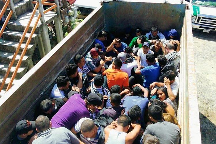 (Foto de referencia), miles de centroaméricanos son transportados en camiones hacia Estados Unidos, muchos mueren en el trayecto. (Foto Prensa Libre: Internet).