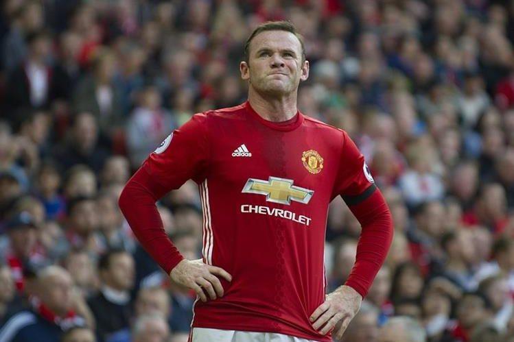 Wayne Rooney muestra su decepción luego del empate en casa. (Foto Prensa Libre: EFE)