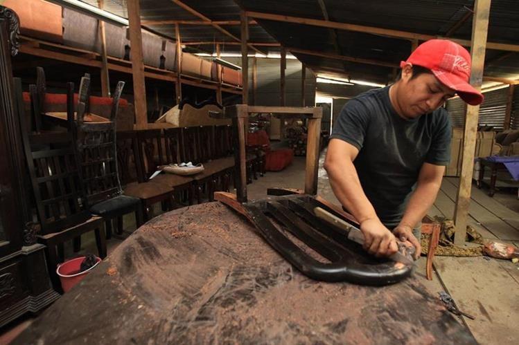 El incremento al salario mínimo para las actividades agrícolas, no agrícolas y de exportación y maquila podría alcanzar el 3% para el 2019, según autoridades del Ministerio de Economía. (Foto Prensa Libre: Hemeroteca)