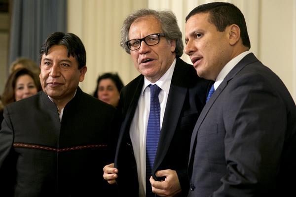 El Secretario General de la OEA, Luis Almagro firmó la declaratoria de apoyo a Guatemala. (Foto Prensa Libre: AP)