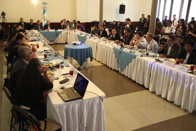 La instancia de Jefes de Bloques discuten si la reforma a la Ley en Materia de Antejuicios se debe agendar en tercer debate este martes. (Foto Prensa Libre: Esbin García)