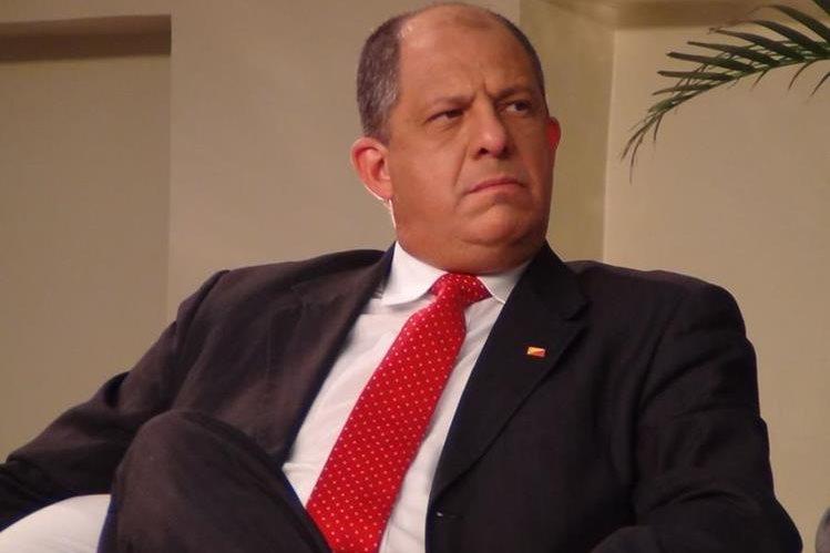 El presidente Luis Guillemo Solís prohibió el uso de fondos públicos para festejos de fin de año. (Foto: Internet).