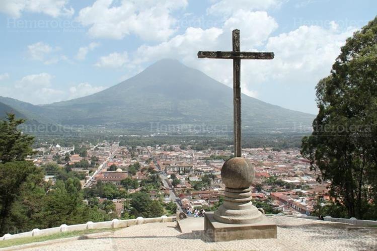 Vista panorámica de la ciudad de Antigua Guatemala desde el Cerro de la Cruz. (Foto: Hemeroteca PL)