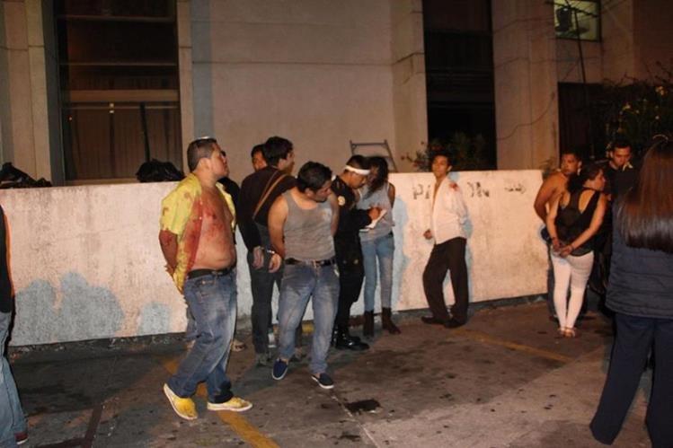 Los detenidos llegan al juzgado de turno en la Torre de Tribunales. (Foto Prensa Libre: Cortesía PNC)