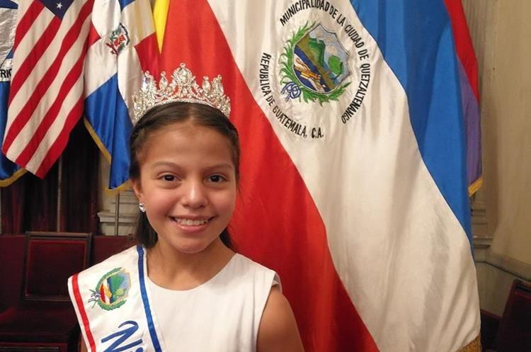 Elena Sofía De León Rodríguez, invita a las niñas para que participen en el Certamen Niña Quetzaltenango. (Foto Prensa Libre: Fred Rivera)