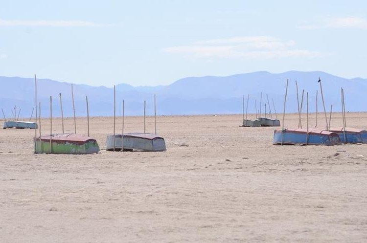 BOL02- ORURO (BOLIVIA).- 14/12/2015.- Fotografía del 11 de diciembre de 2015, de un sector del lago Poopó, que hoy está casi seco, en Oruro (Bolivia). El segundo lago más grande de Bolivia, el Poopó, está en un proceso de desertización en la zona andina del país debido al cambio climático, los fenómenos de El Niño y la Niña y la contaminación minera, afirmaron hoy investigadores y campesinos. EFE/CORTESIA DIARIO LA PATRIA / PROHIBIDA SU PUBLICACION EN BOLIVIA / SOLO USO EDITORIAL / NO VENTAS