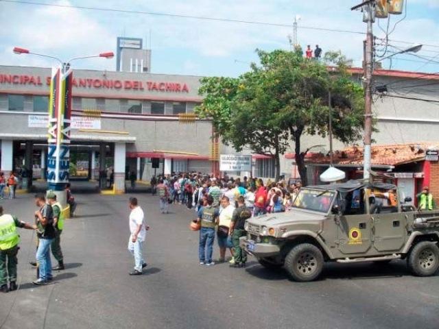 Nicolás Maduro, ordenó el cierre de la frontera con Colombia por el estado Táchira. ( Foto Prensa Libre: @infoCifras )