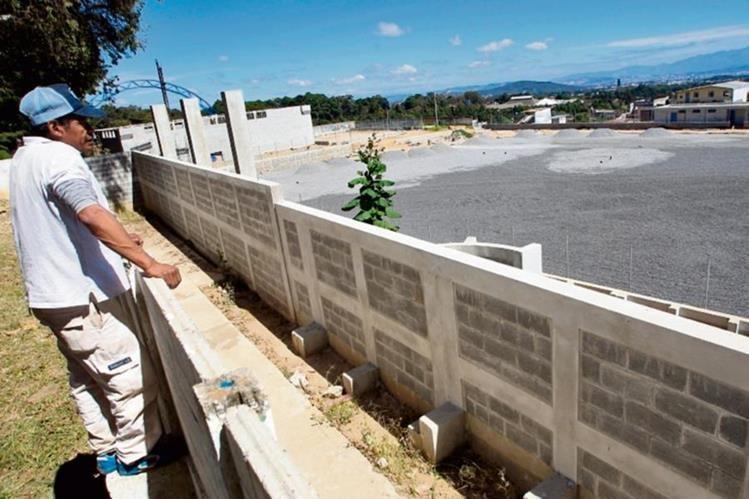 El estadio de Mixco quedó inconcluso y fue una de las obras grandes que prometió Otto Pérez Leal.