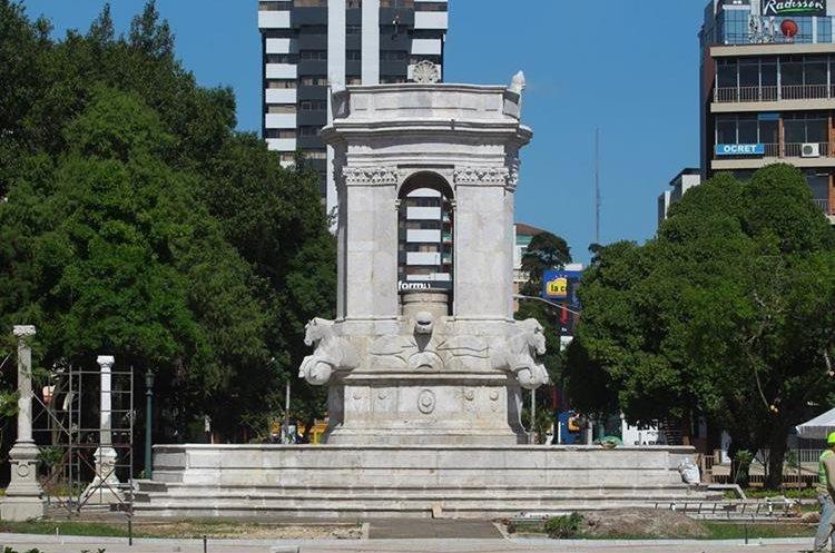 La fuente de la Plaza España luce restaurada y recobra su esplendor. (Foto: Hemeroteca PL)