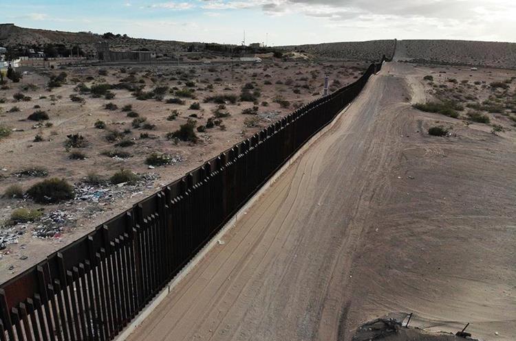 Vista del muro que divide a Estados  Unidos con México. (Foto Prensa Libre: AFP)