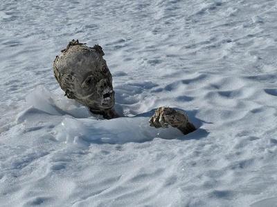 Primer cadáver momificado hallado en el Pico de Orizaba. (Foto: Prensa Libre/EFE)
