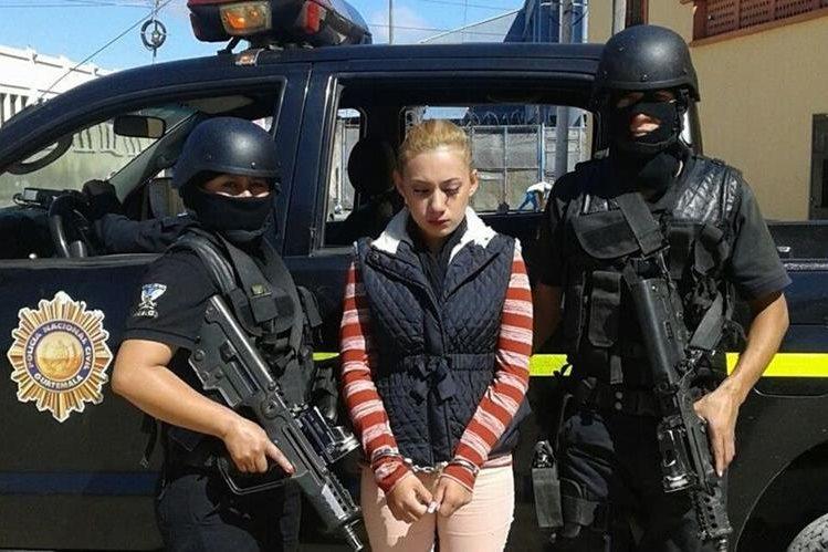 La mujer habría simulado el secuestro de su hijo para extorsionar al padre del bebé. (Foto Prensa Libre: PNC)