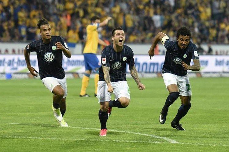 El Wolfsburgo volvió a ganar por 1-0 al Brunswick este lunes en el partido de vuelta de la repesca por la permanencia. (Foto Prensa Libre: Internet).