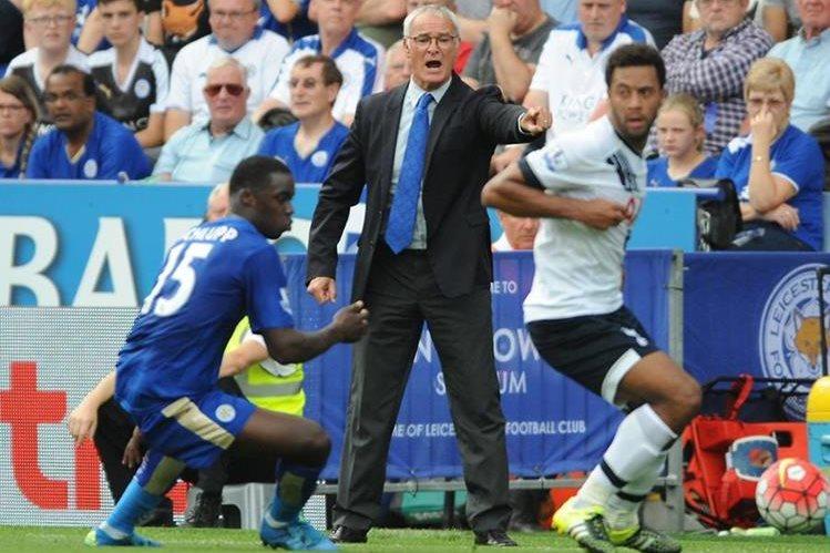 Claudio Ranieri, técnico del Leicester logrará el primer título con el plantel. (Foto Prensa Libre: AFP)