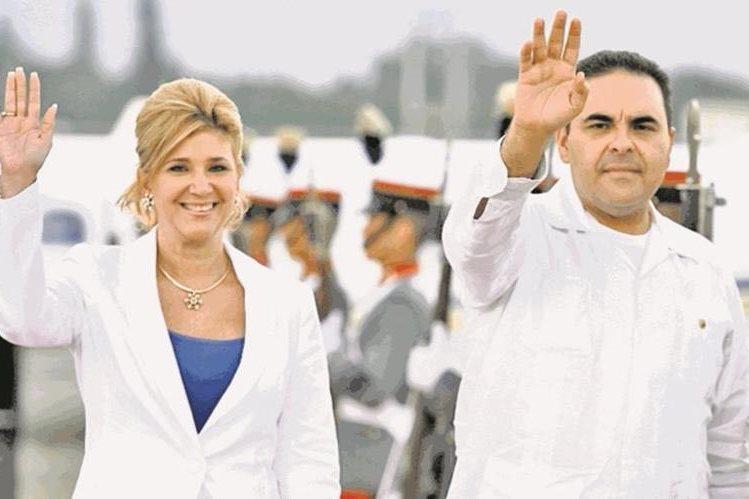 Ana Ligia de Saca junto al expresidente de El Salvador, Antonio Saca, durante una visita a Guatemala en abril del 2009. (Foto Hemeroteca PL).