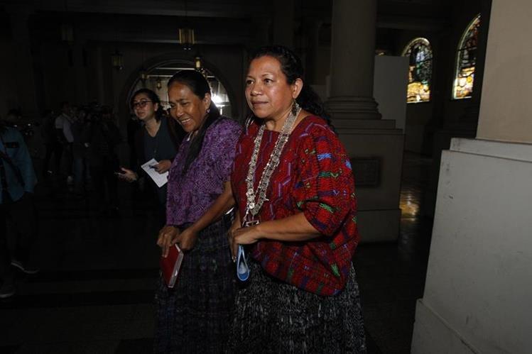 La gobernadora de Alta Verapaz, Estela Ventura, abandona el Palacio Nacional, luego de una reunión el pasado jueves. (Foto Prensa Libre: Hemeroteca PL)