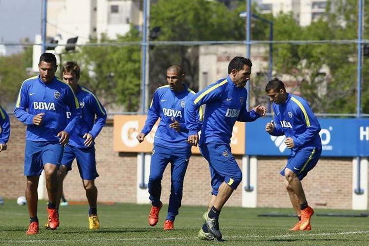 Carlos Tevez, durante el entrenamiento del equipo xeneize. (Foto Prensa Libre: Cortesía Boca Juniors)