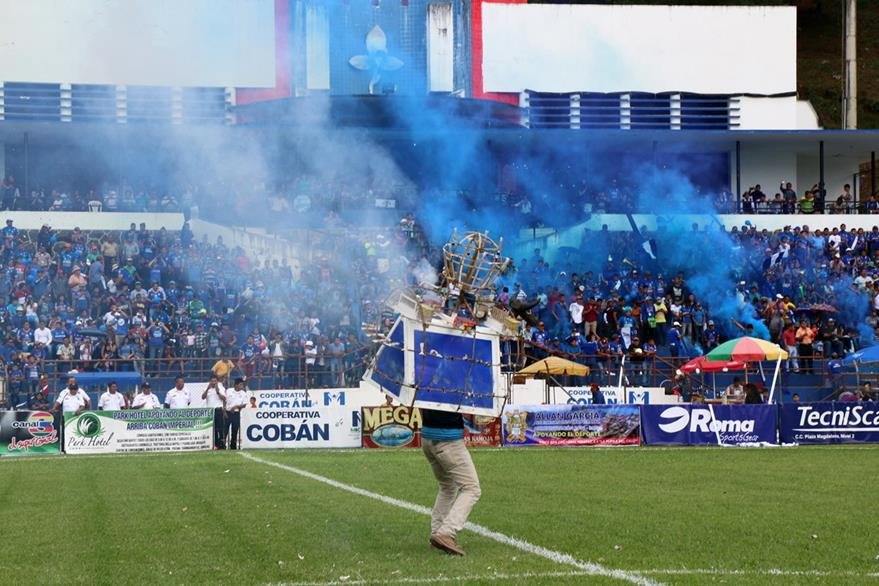 La afición azul es fiel al Cobán Imperial. (Foto Prensa Libre: Eduardo Sam Chun)