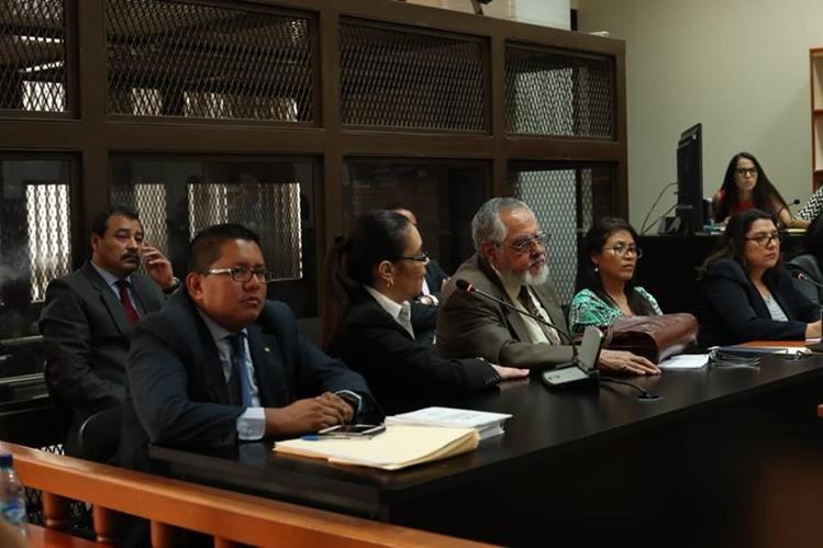 La ex vicepresidenta Roxana Baldetti expone en el Juzgado de Mayor Riesgo B, que no tiene abogado defensor y que debe suspenderse la audiencia. (Foto Prensa Libre: Esbin García)