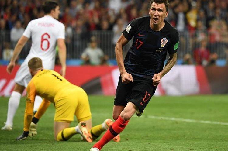 Inicia el festejo después de anotar con toda la energía del croata.