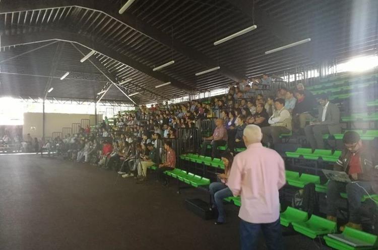 Asistentes a la convención en favor de la fauna. (Foto Prensa Libre: Carlos Álvarez)