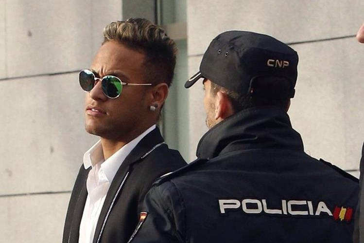 Neymar compareció en febrero por el caso de estafa en su fichaje. (Foto Prensa Libre: EFE)