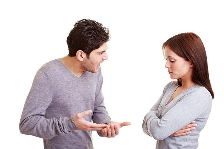 Se debe buscar ayuda cuando uno de los integrantes de la pareja se vuelve hostil o aparecen agresiones verbales.