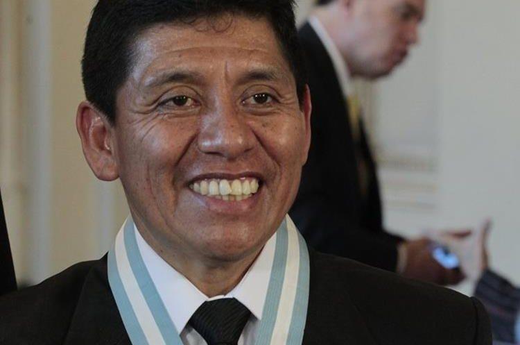 Hugo Tecœm galardonado en la Ceremonia. (Foto por Carlos Hernández)