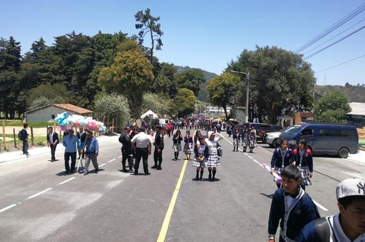 Proyecto carretero inaugurado por el presidente Jimmy Morales en Totonicapán (Foto Prensa Libre: Mynor Toc)