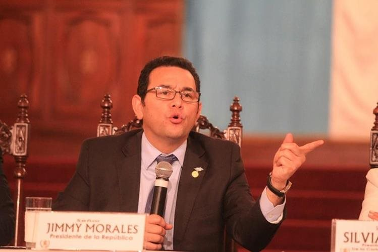 El Presidente Jimmy Morales durante la conferencia de prensa en el Palacio Nacional de la Cultura. (Foto Prensa Libre: Esbin García)