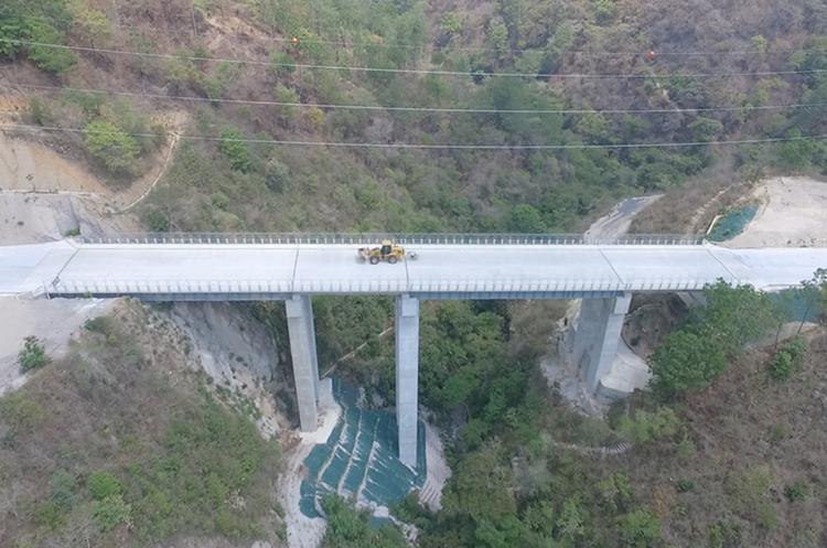 Segmento del puente Xaltayá, en Santo Domingo Xenacoj, en tramo que se concluirá en marzo próximo.(Foto Prensa Libre: Cortesía)