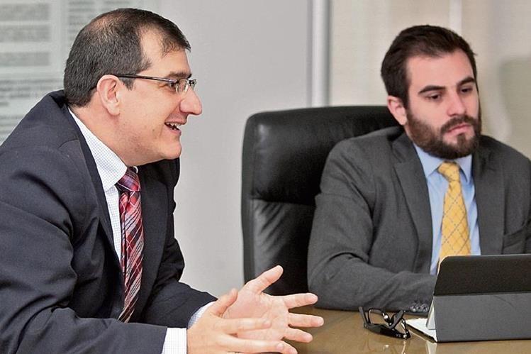 Javier A. Sandoval, presidente del CEA, y Alfredo Skinner-Klée, director del Cenac, dan detalles sobre la alianza con la Cámara Guatemalteca de la Construcción en aspectos de arbitraje.