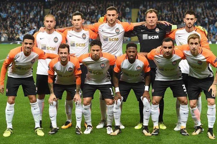 El once inicial de Shakhtar Donetsk en el estadio del Manchester.