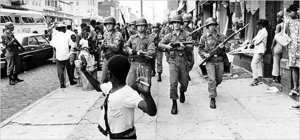La ciudad de Detroit  los miembros de la Guardia Nacional  salieron a las calles  para  calmar los disturbios. (Foto: El puntog.acb.com )