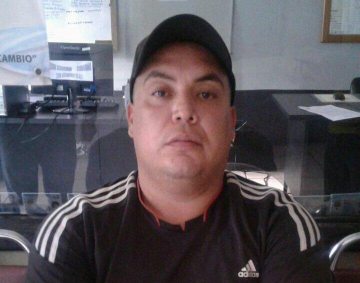 José Luis Pinzón fue capturado con un celular con reporte de robo y puesto a disposición de la justicia. (Foto Prensa Libre: PNC)
