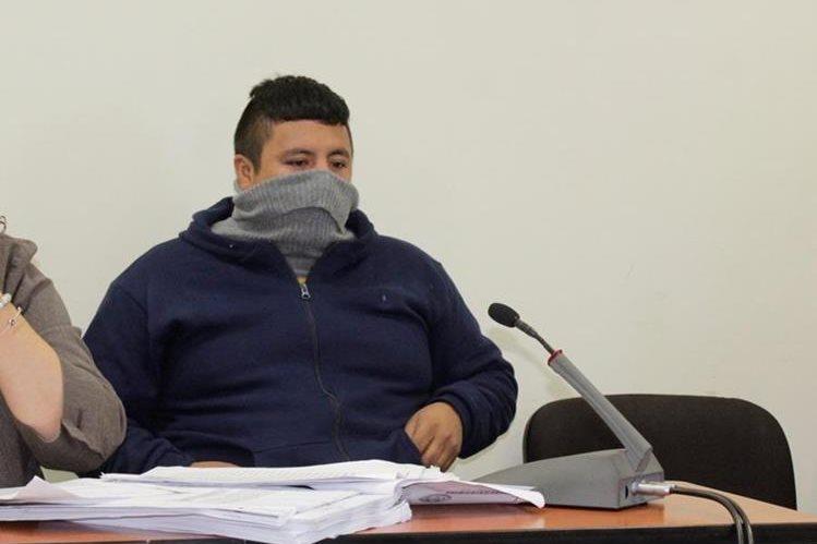 Wálter de León durante la audicencia en el Juzgado A de Primera Instancia Penal de Quetzaltenango. (Foto Prensa Libre: María Longo)