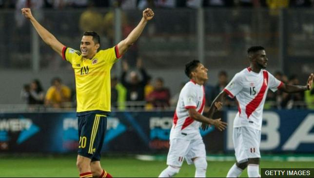 Todos contentos en Lima tras confirmarse el empate que clasificaba a Colombia y dejaba a Perú en el repechaje contra Nueva Zelanda. (Foto Prensa Libre: BBC Mundo)