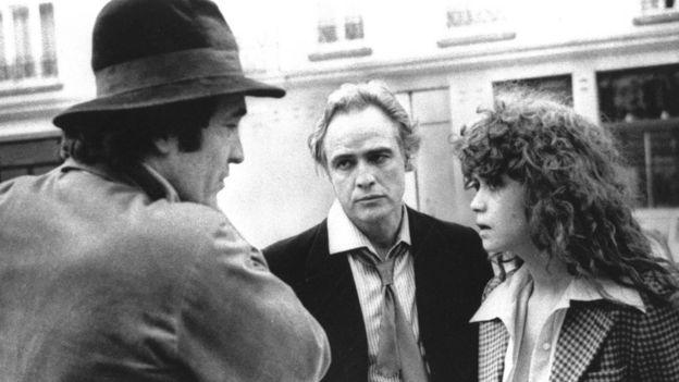 Bernardo Bertolucci justificó que a la actriz de 19 años María Schneider no se le informara de los detalles de la escena de violación que grabó con Marlon Brando. AP
