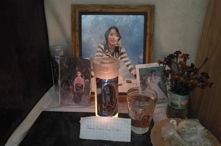 Familiares de Cuy Matzar crearon un altar en momoria de la menor a quien recuerdan como una niña alegre, amigable y cariñosa. (Foto Prensa Libre: Ángel Julajuj)
