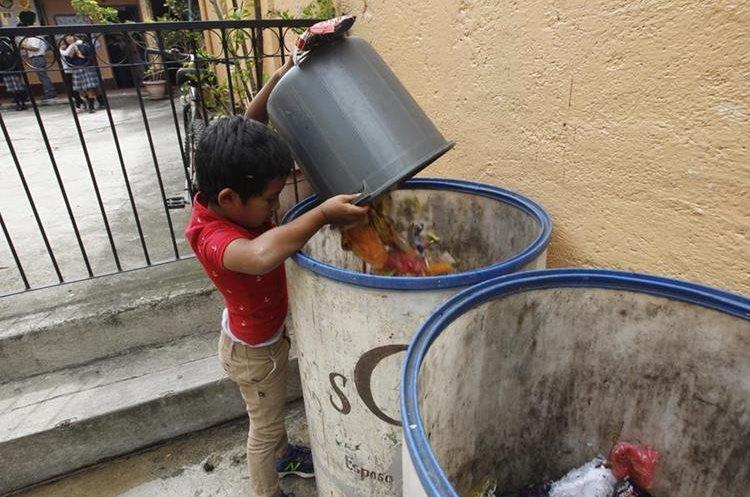 Todos los estudiantes de la escuela de San Cristóbal El Bajo contribuyen con el reciclaje.